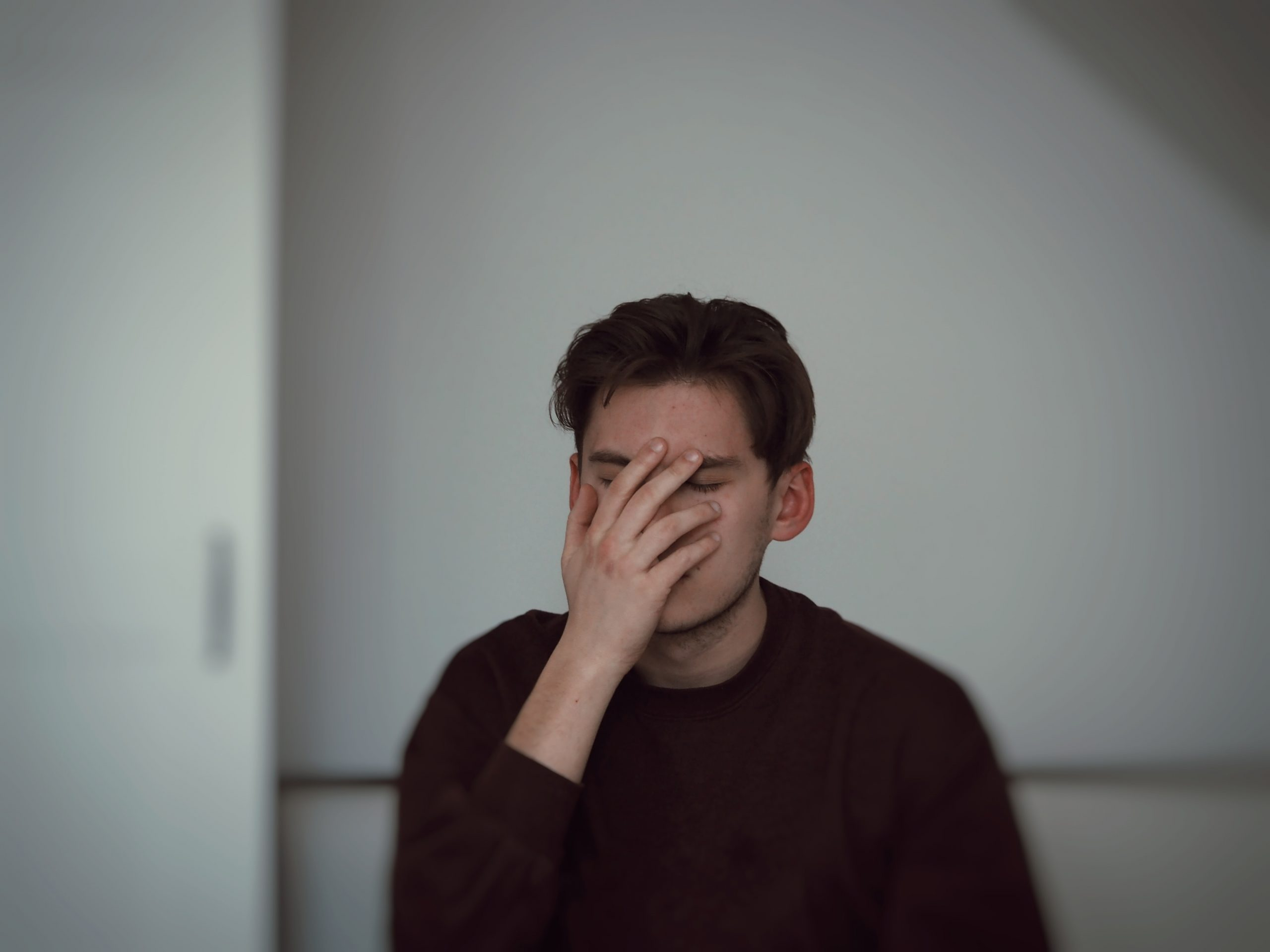 O que se passa no meu cérebro quando estou numa situação de stress motivado por isolamento social?