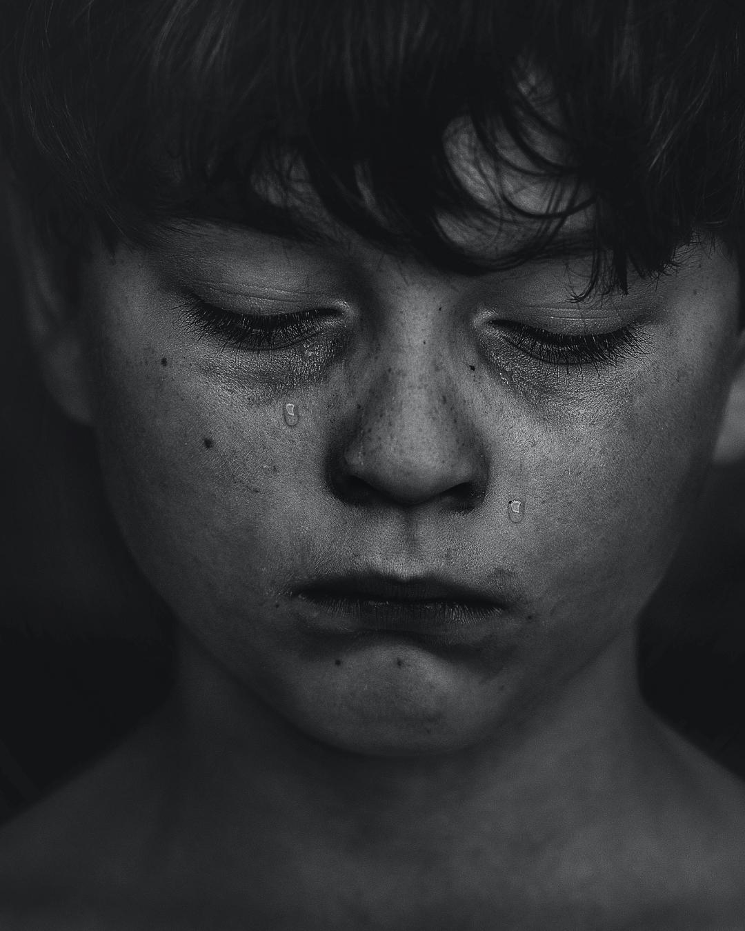 6 fatores consequentes do COVID-19 que influenciam a saúde mental das crianças