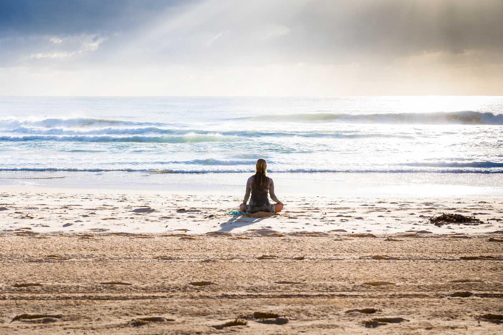 Os tempos de crise como o de uma Pandemia sugerem novas práticas de promoção da saúde mental: iniciação à meditação